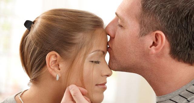 sărutarea erecției fetelor)