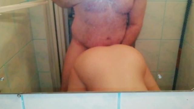 femeie cu penis masculin cine este ea)