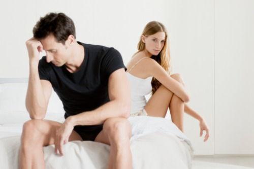 din cauza unei erecții slabe la bărbați)