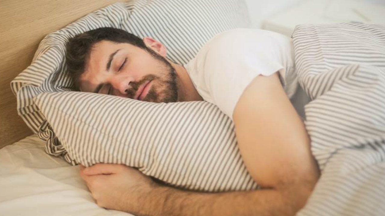 poate o persoană care doarme să aibă o erecție)