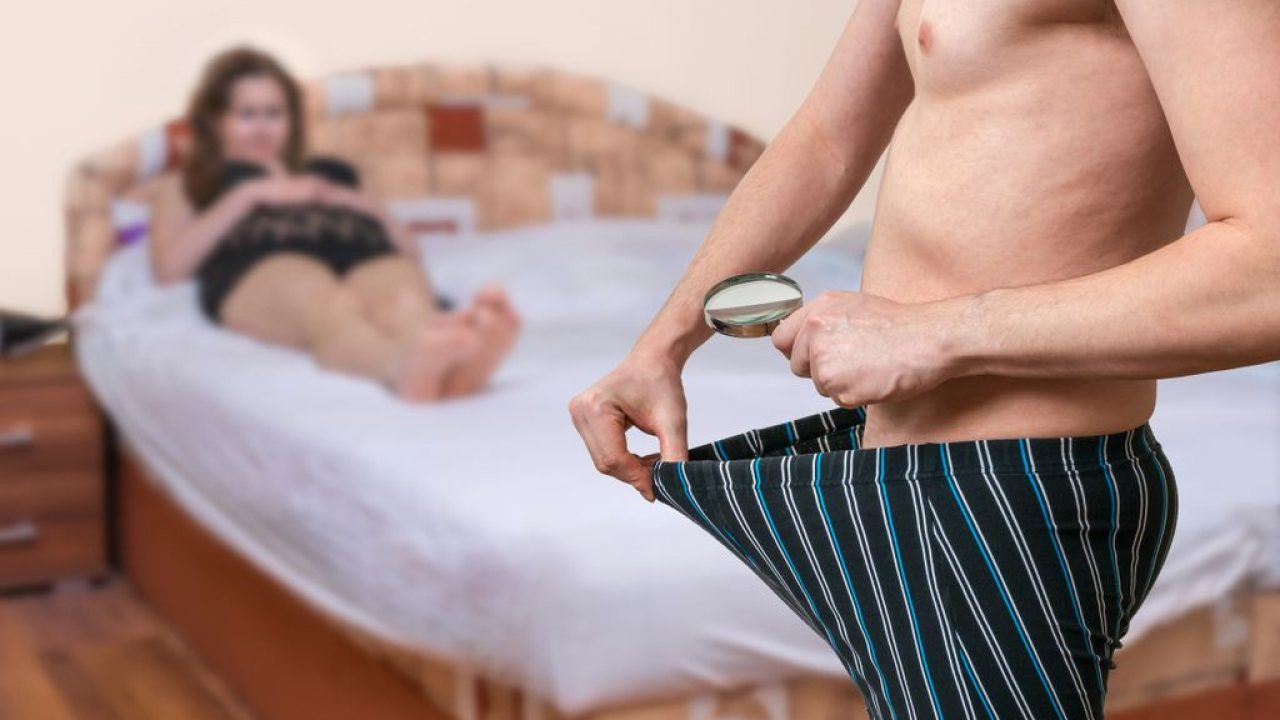 omul ascunde penisul)